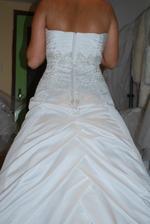 šaty z petrzalskeho salonu - zo zadu