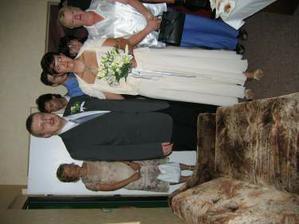 na to že som ženichovi nahovorila, že mám červené šaty sú pekné smotanové ;-))