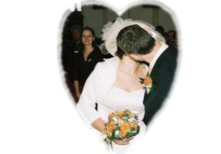 První novomanželské políbení.