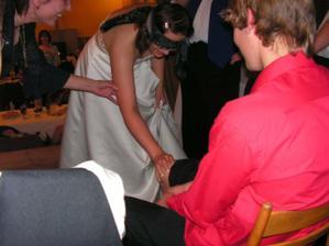 zato nevěsta zklamala :-( taky kdo se má v těch chlupatých nohách vyznat :-D