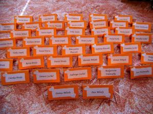jmenovky na náš stůl (vlastni výroba)