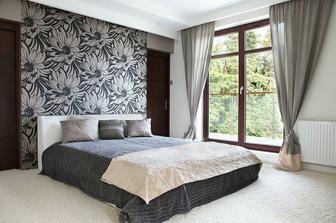 šatna za postelí - ideální řešení