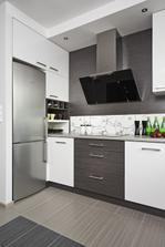 dispozičně super vyřešené, jenom místo ledničky vestavěnou troubu a bylo by to dokonalé