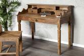 Toaletný alebo pracovný stolík z masívneho dreva.