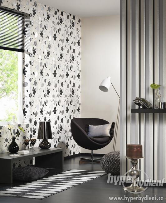 Interier I - Obývacie izby a sedacie súpravy - Tapetky nie su zlá kombinácia ...