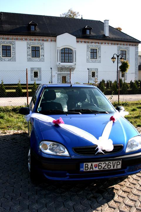 Daniela {{_AND_}}Tomáš - naše krásne autíčko...využili sme ho ako trošku netradičné svadobné