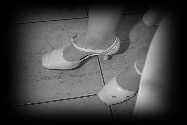 Naša svadba - Topánky budú nakoniec asi predsa len biele, i keď požičané len od kolegyne. :-) Díky Taji