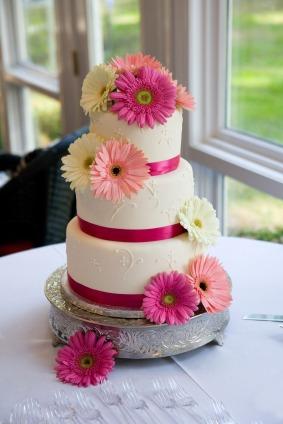 Naša svadba - Torta s gerberkami...guľatá