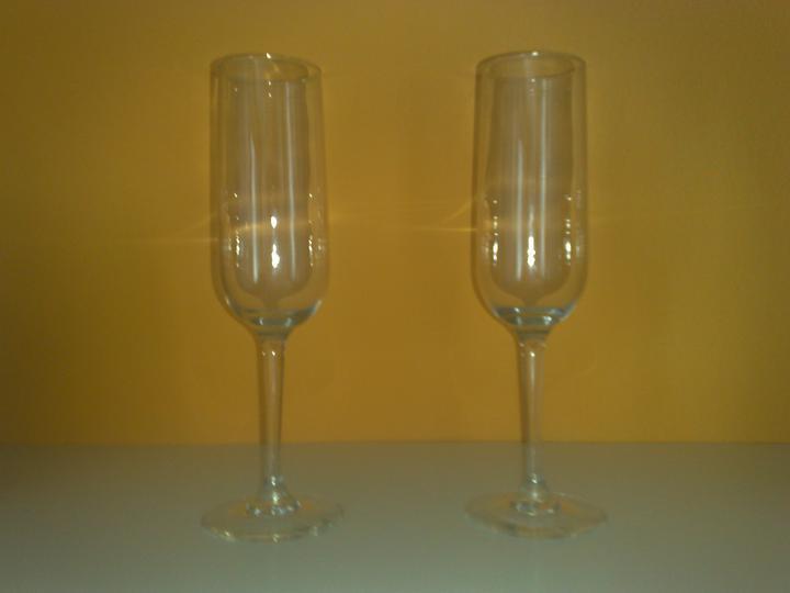 Naša svadba - Tak začala som tým, že som kúpila poháre....ešte farba a môžeme ísť na to