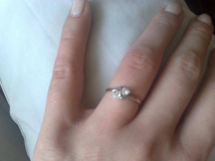 Naša svadba - toto je môj zásnubný prstienok