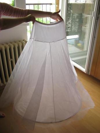 Naša svadba - Spodnička z bazáru by už mala byť na ceste, tak len dúfam, že mi bude dobrá