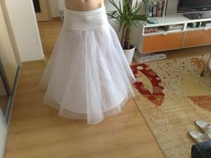 Spodnička je už doma a je úplne perfektná, dokonca aj so zníženým pásom....po svadbe bude určite na predaj :-)