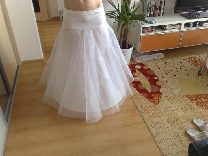 Naša svadba - Spodnička je už doma a je úplne perfektná, dokonca aj so zníženým pásom....po svadbe bude určite na predaj :-)