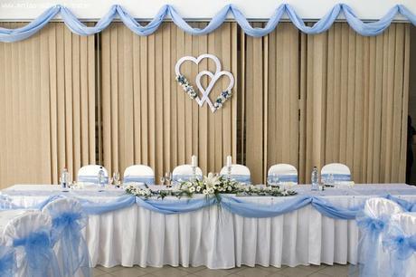 Teda sme si povedali že by sme sa radi vzali... - A takto by to malo vyzerať v sále ale najviac hlavné sú tie srdiečka na stene