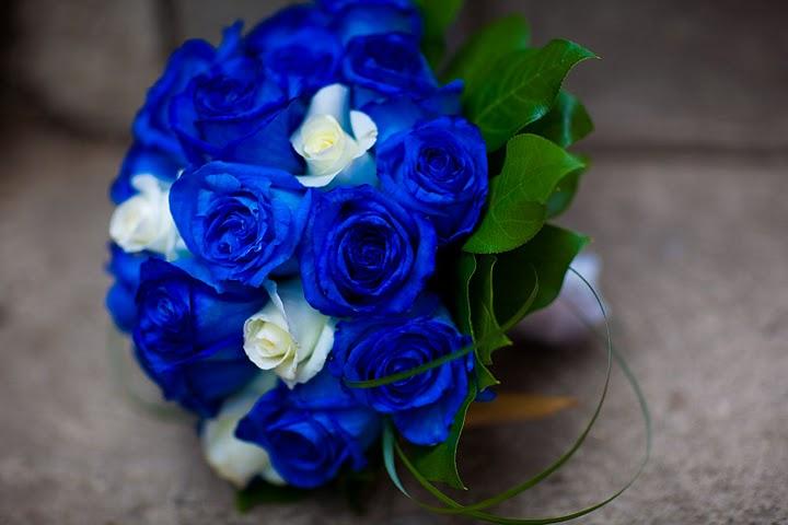 Torty a kvety - Drahý rozhodol že to budú modré ruže tak asi si vyberiem túto... :-)
