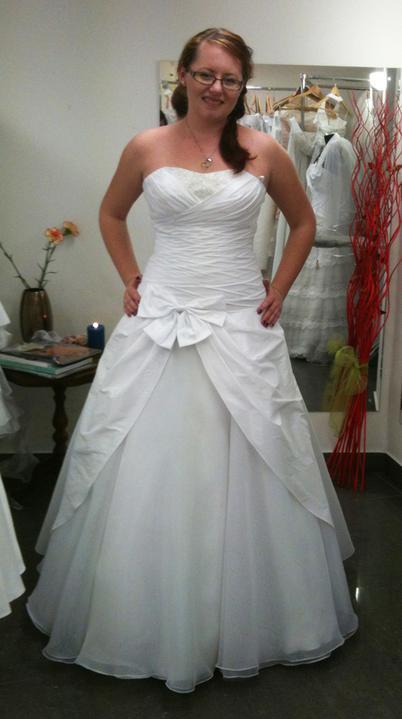 Hodil by sa tylový blusher k mojim šatám??? - ja a moje šaty :-)