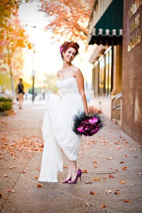 Nasa mala fialova - inspiracie - Takto nejako budem aj ja vyzerať: fialové botky, výrazná kytica a rišavé háro :-)