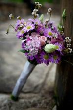 kytičku fialovú, šišatú a nápadnú :-)