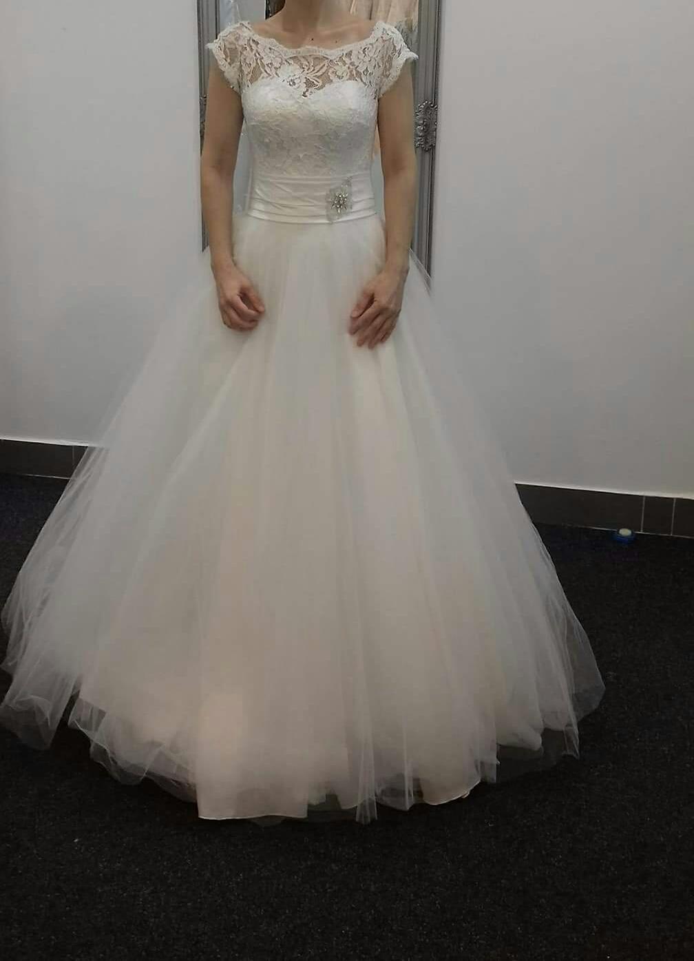Svadobné šaty pre nižšiu nevestu - Obrázok č. 1