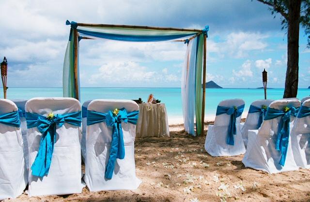 Radka a Kuba - červen 2012 - oblouk - několik odstínů modré a krémová