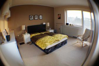 ešte tú novú posteľ a pár fotiek na stenu