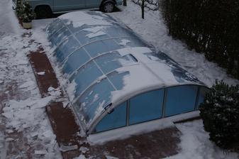 zamrznutý ľadový sneh sme radšej opatrne zhodili, bola to neuveriteľná váha