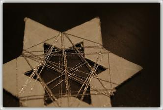 hviezdičky z natretého kartónu