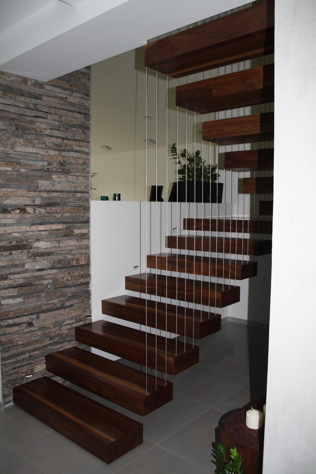 Náš dom - Schody bez zábradlia:)