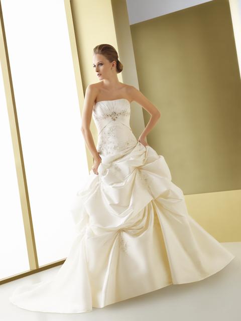 Neviem, ktoré si vybrať... :D - Svadobné šaty Elianna Moore