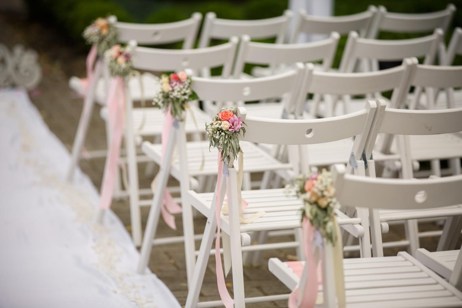 Najdete na SlevoSvatbě - Židle bílé dřevěné