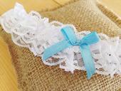 Romantický podvazek pro nevěstu s modrou mašlí  , M