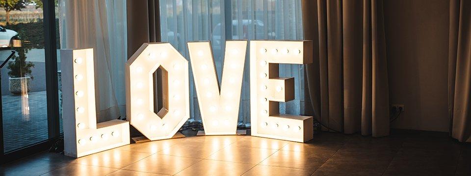 Svítící nápis LOVE - Obrázek č. 3
