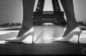 Svadba v Paríži.... prečo nie:::?! - keby nebolo tych otrasných špicatých topánok hned by bola ta foto krajšia :)