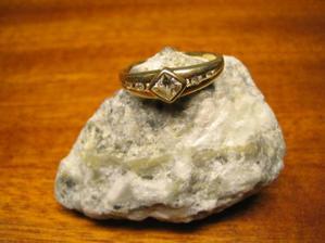 ...A ten nejkrásnější zásnubní prstýnek...