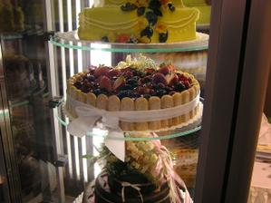 Takový ovocný dort by se mi líbil, ještě kdyby mohl být více patroví!!!