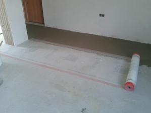 Prízemie - Obývačka Jul_15_2013 - príprava na ukladanie dlažby - uloženie sieťky pod dlažbu lepidlom CERESIT ZX