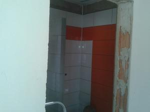 Prízemie - Sprcha Jul_24_2013 - lepenie dlaždíc - ARTE New Naranja - tretia stena - deň ôsmy