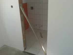 Prízemie - Sprcha Jul_26_2013 - lepenie dlažby - ARTE New  - podlaha 1 - deň desiaty