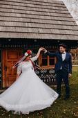 Čipkované ľudové svadobné šaty s rukávmi, 40