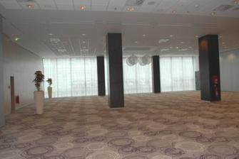 kongresova sala, super vela priestoru, a to este nie je vidiet celu miestnost :)))