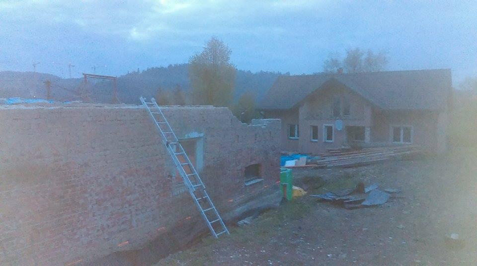 *Sen-stavba-dom-domov * - po deku sme šli dole, ešte príde zrušiť drevený strop a v priebehu tretieho májového týždňa príde keramický strop :)