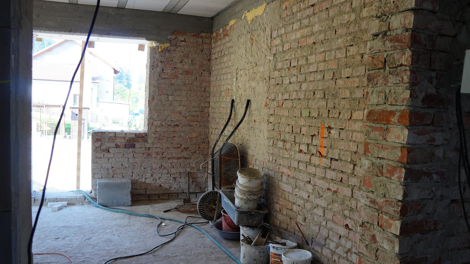 *Sen-stavba-dom-domov * - sem príde kuchynská linka pôjde pekne pozdĺž steny, v rohu bude rohové umývadlo a ešte kúsoček linky pôjde pod okno :)