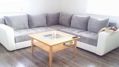 stolík máme zo starého bývania, nedá sa všetko naraz :/ :)