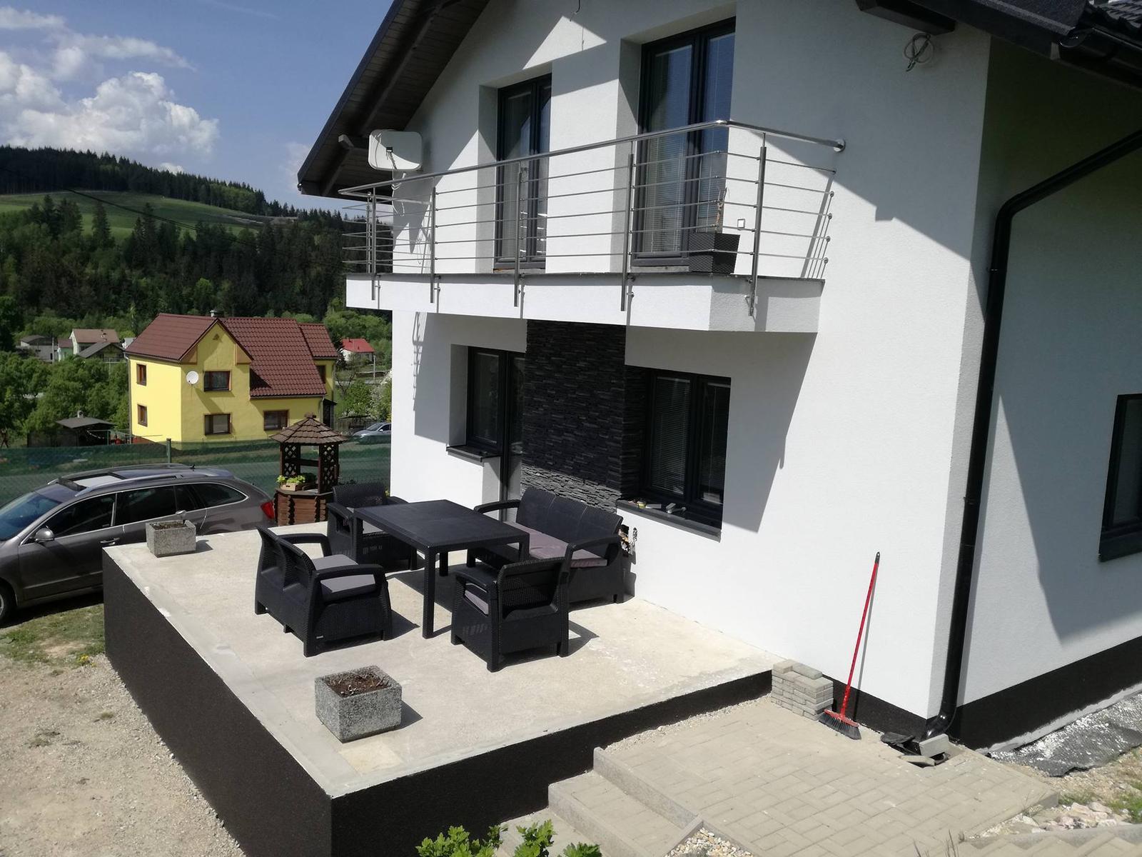 *Sen-stavba-dom-domov * - ešte kamienkový koberec na terasu a zábradlie a hotovo..... aspoň čo sa domu týka :)