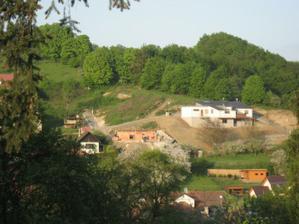 Pohled z protějšího kopce