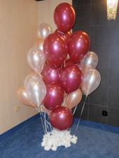 balony na vyzdobu pripravene v rohu