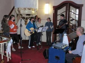 mladeznici cvicili piesne v slovencine aj v nemcine
