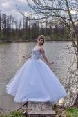 Princeznovské bílé šaty, 36
