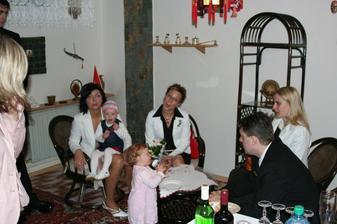 nalevo moje svědkyně Ivča se svou dcerkou Evičkou
