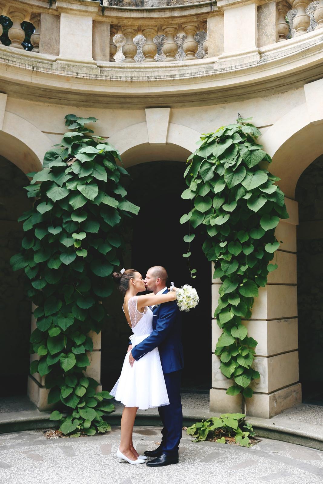 Svatební focení v Grébovce - umělá jeskyně v Grébovce a šťastní novomanželé